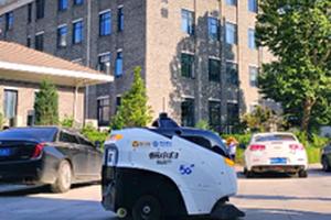清华北大智能化迎新 5G智行车高效清扫道路运输图书
