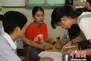 上海高校迎来开学季 扫码报到迎新更贴近00后