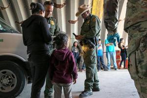 美国最高法院允许政府限制对移民提供庇护