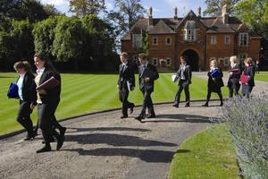 公立中学择校研究显示英国父母为好学校舍近求远