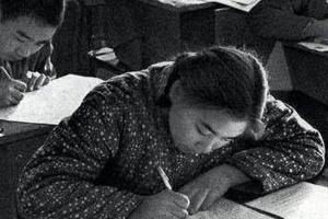 新中国70年大型成就展:恢复高考展区成人气王