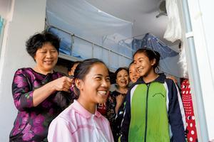 """图文:""""爱心妈妈""""让西藏班学生感受家的温暖"""