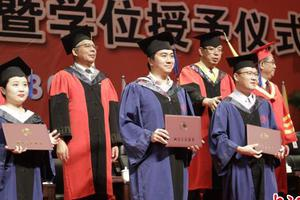 辅修、双学士学位、联合学士学位均只发一个学位证