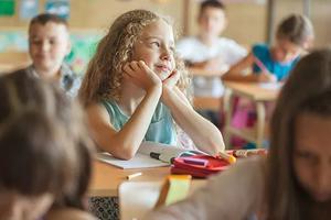 美国家长也会要求换座位 老师该怎么办?