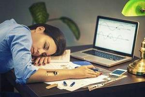 美国高中生有多辛苦:学生每天只睡4小时灌4罐咖啡
