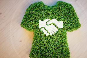 BBC随身英语:Sustainable fabrics of the future 既环保又耐用的未来服装面料
