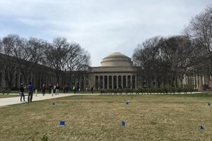 MIT发备忘录题型,ICE或检查外籍博士后、研究人员和从事科学工作的访问学者签证情况。(美国《世界日报》刘晨懿之/摄)