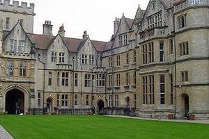 英国私立学校与公立学校有何不同