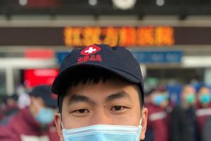 武汉方舱医院里一名18岁高考生的爱与怕
