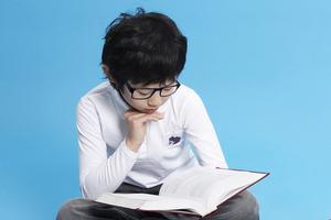 """疫情期""""停课不停学"""" 孩子长时间在线学习如何护眼"""