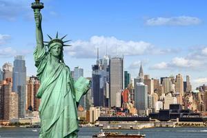 纽约教育局长涉种族歧视 华裔代表抗议表达不满