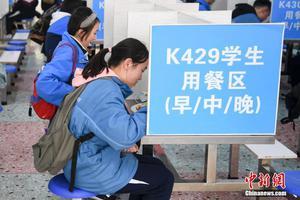 中国多地中学毕业年级开学 多举措加强疫情防控