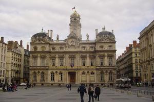 欧洲时报:法国学校将逐步复课 家长担忧学生健康
