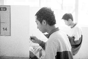 广州首批学生复学24小时: 拆班上课少了同桌