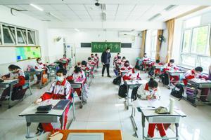 北京一零一中高三学子重启校园生活 熟悉校园有新意