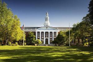 """哈佛大学发""""撤退令""""近两月 华裔学生谈宅家上网课"""