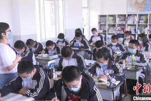 高考倒计时50天:新疆学子笔记本变绘画本