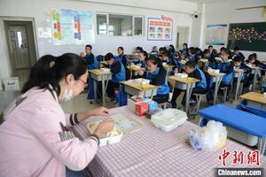 全国共有学校53.01万所 高等教育在学4002万人