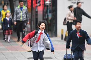 优信彩票北京 :优信彩票小学 一二三年级很快开学 下学期不会提前开学