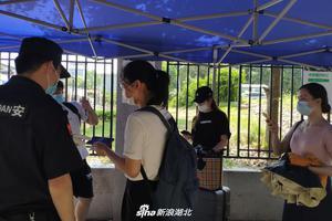 北京20多所高校迎来首批返校毕业生