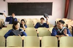 7155名北师大学子毕◎业 校长承诺可返校补拍毕业照