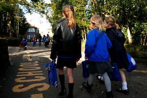 英国九月学生若不返校 家长将被罚款