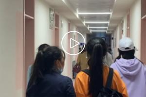 高校为新生打造粉蓝色系宿舍:营造温馨舒适环境