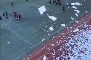 辽宁阜新两所民办学校倒闭:学校黄了 校长跑了