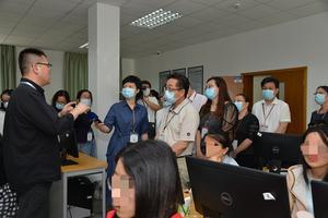 直击上海高考评卷现场:每一题由两位教师分别评阅