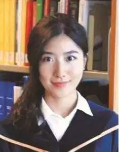 △生于1990年的杨树,本科毕业于复旦大学,24岁博士毕业于香港科技大学。博士毕业后,她先后在香港科技大学担任客座助理教授,在英国剑桥大学做博士后。2016年回国后,杨树进入浙江大学电气工程学院工作。她的研究成果目前已被工业界杂志广泛引用。