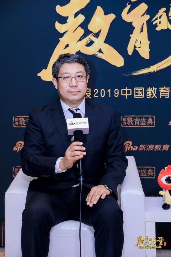 东方国际教育交流中心副主任张靖