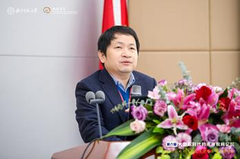 中心执行主任余胜泉教授作报告