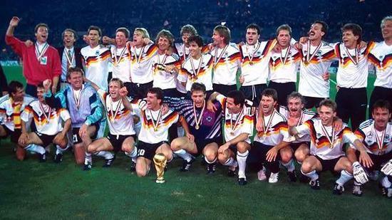 图片3:德国队获得1990年世界杯冠军