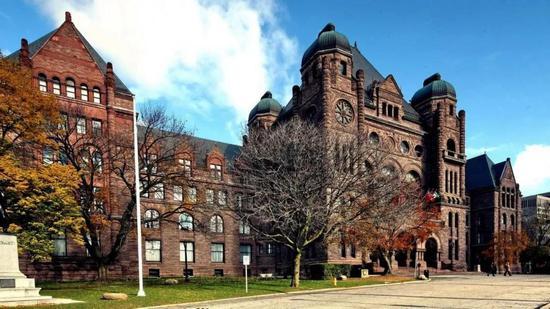 加拿大综合排名第一的大学:深入了解多伦多大学