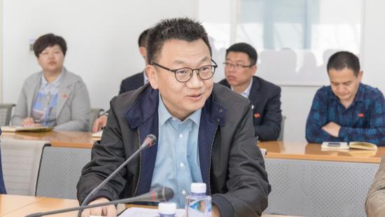 校董事长胡建波教授致欢迎辞