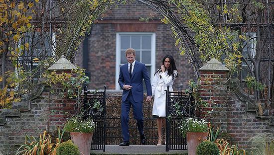 资料图:哈里王子和准王妃梅根·马克尔。
