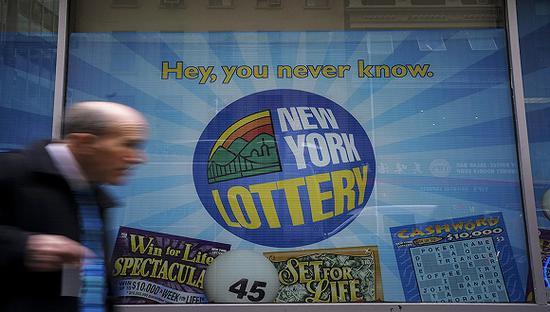 美国唯一头奖获奖者现身 16亿彩票富了谁?