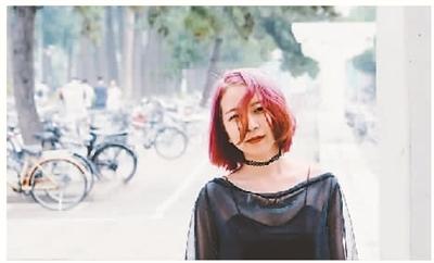 在间隔年期间,钟宁宁还是不断地参加各种考试。没有了工作和学校的约束,她还终于完成了一个愿望:染了粉红色头发。   (本版照片均由受访者提供)