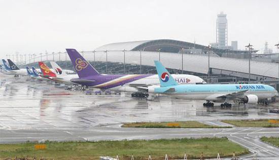 日关西国际机场全面重开 曾受因台风大面积被淹
