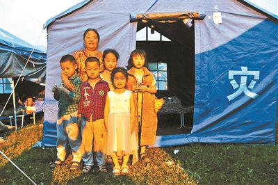 霍阿姨和她的孙子孙女们都平平安安