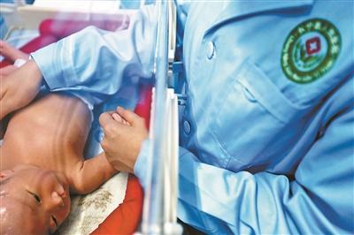 6月19日,医院里的新生儿