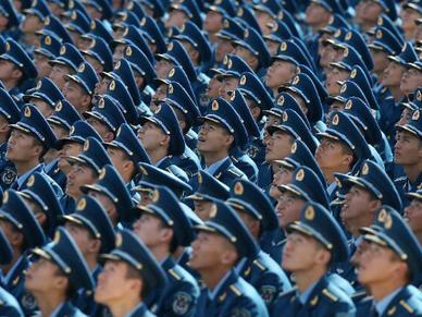超帅开学礼 千余新生加入空军序列