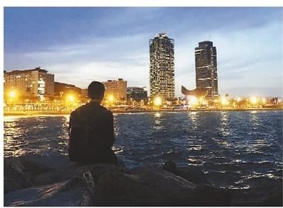王凌宇很喜欢巴塞罗那,依山傍海的美景、美轮美奂的建筑给人一种既热闹又安逸的感觉。 图片来源:人民日报海外版