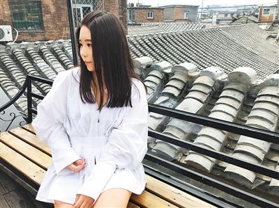 李子姜于北京留影