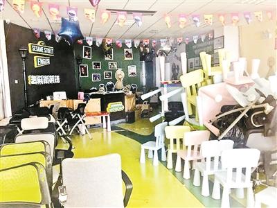 8月30日,国泰4层的芝麻街英语只剩杂乱堆放的桌椅