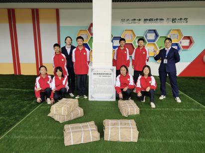 """北京师范大学""""幼松""""教育扶贫专项行动向26所教育资源薄弱地区中小学捐赠图书"""