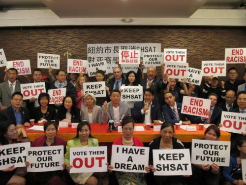 亚裔维权团体反对取消特殊高中入学考试的提案。(图片来源:美国《世界日报》记者 颜嘉莹 摄)