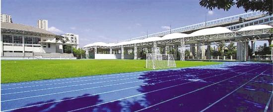 杭州市长河高级中学今年新换了蓝色的400米标准跑道。