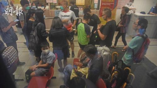 香港一小学10名学生疑食物中毒被送院医治。图片来源:香港《明报》/林智杰 摄