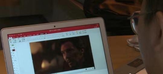 武鹏屹在电影《复仇者联盟》中提炼素材为写作课提供描述材料。 吕杨 摄